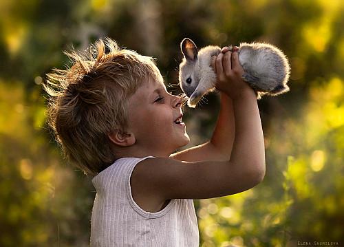 Elena Shumilova - Enfant et lapin